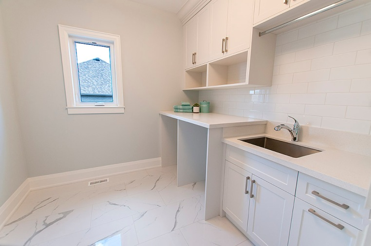715 Hickory St. North, Whitby - Laundry