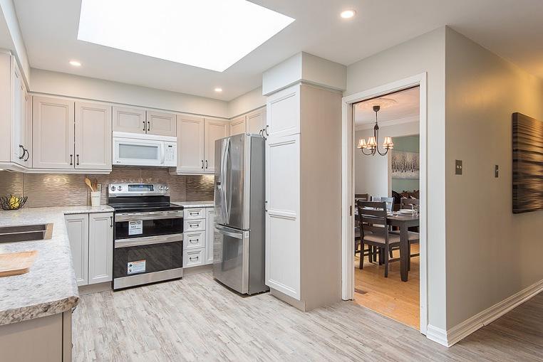 890 Cumberland Ave., Peterborough - Kitchen